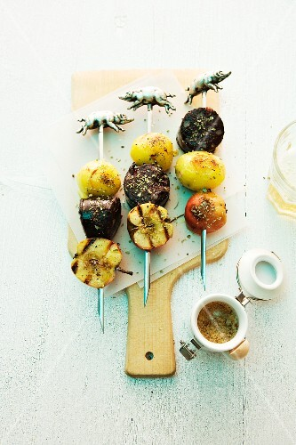 Grilled black pudding skewers with potatoes and apples