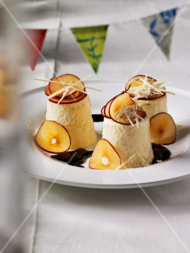 Iced cheese parfait with greaves and apples