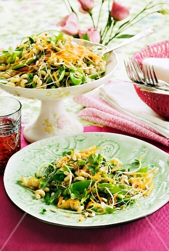 Pasta salad with mangetout and bean sprouts