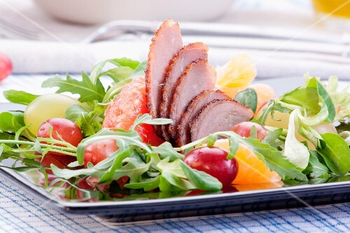 Goose breast with oranges, grapes, grapefruit and rocket
