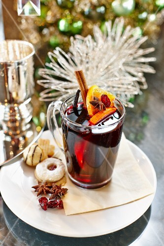 Red wine punch and Christmas biscuits