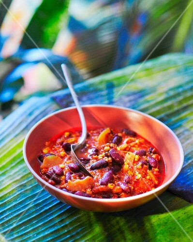 Chilli con carne with apricots