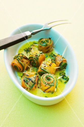 Grilled courgette and carrot rolls with an orange mint marinade
