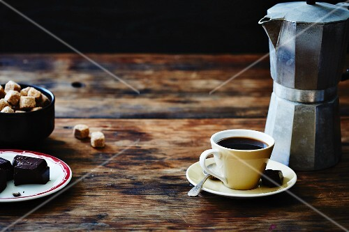Espresso, biscuits and sugar cubes