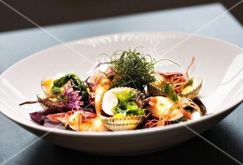 Clams with seaweed