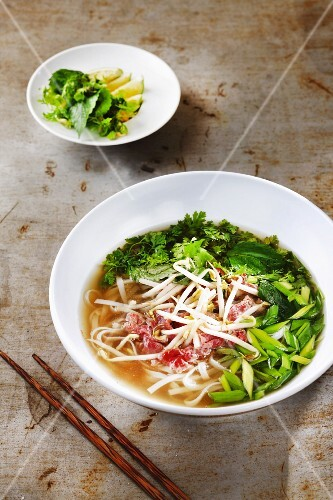 Vegetable soup with bean sprouts (Asia)