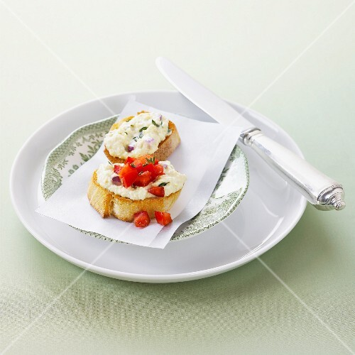 Crostini with ricotta cream and tomatoes