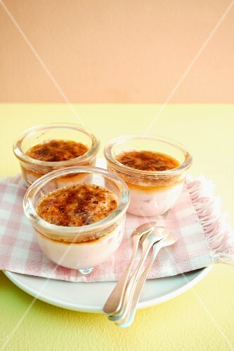 Roasted strawberry and quark pudding