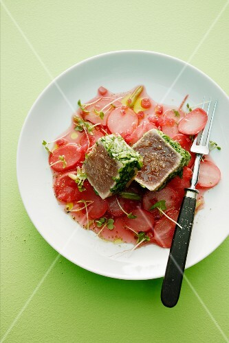 Sweet and sour radishes with tuna