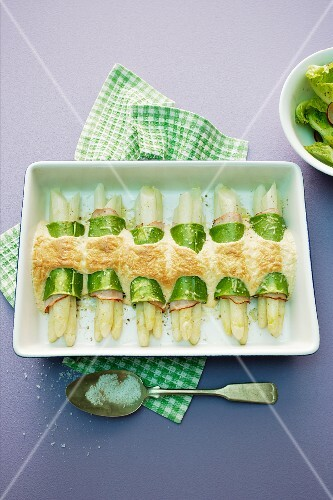 Gratinated asparagus cannelloni