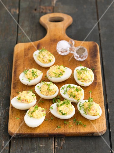Eggs filled with ham, horseradish and cress