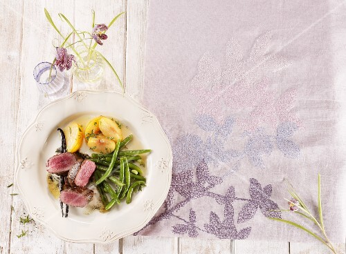 Venison with steamed peaches and green beans