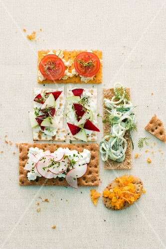 Crispbreads with various toppings