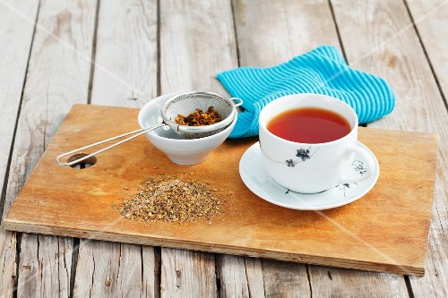 Alder buckthorn and dried tea leaves