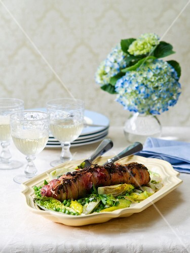 Pork roulade with peas and artichokes