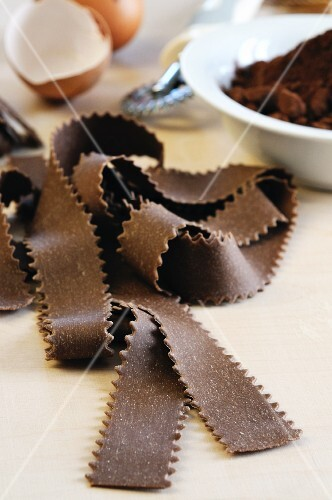 Flavoured pasta: pappardelle with egg and chocolate