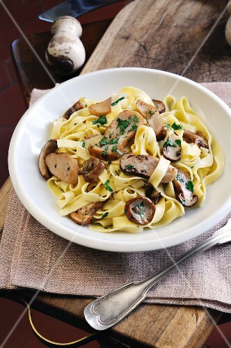 Tagliatelle with porcini mushrooms, garlic and parsley