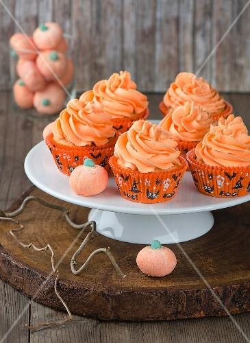 Autumnal pumpkin cupcakes for Halloween