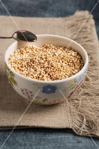 Wholemeal puffed quinoa