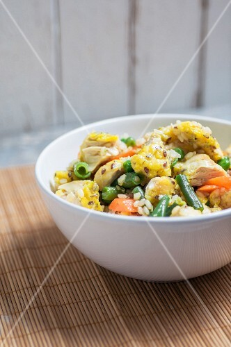 Sesame chicken with rice and vegetables