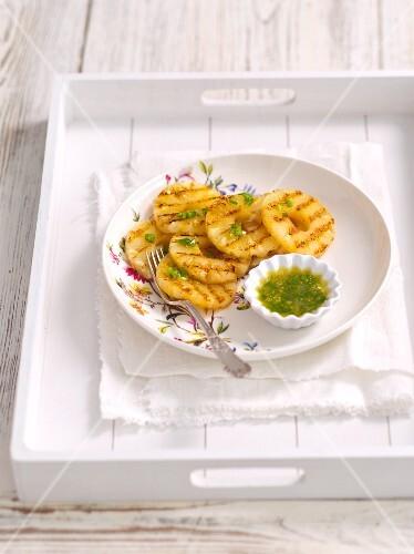 Gegrillte Ananas mit Zitronensirup