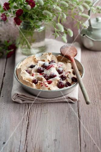 Meringue with cranberries