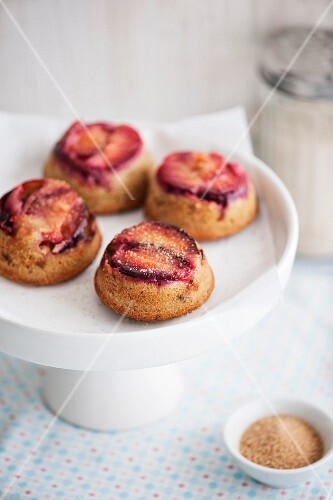 Buttermilk muffins with cinnamon, cardamon, roasted almonds and plums