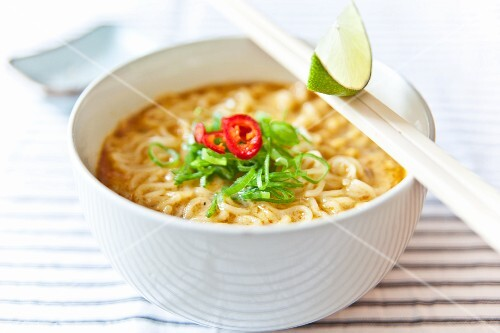 Red curry with noodles, fresh chillis, spring onions and lime (Thailand)