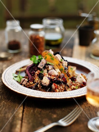 Quinoa with turkey and red cabbage