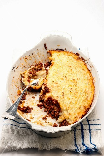 Minced meat bake topped with mashed potato