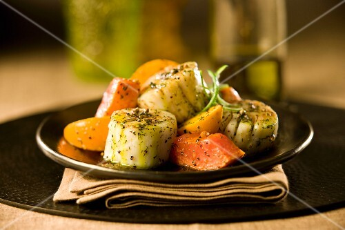 Grilled scallops with mango, persimmons and avacado oil