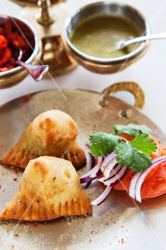 Samosas with tomatoes, onions and coriander (India)