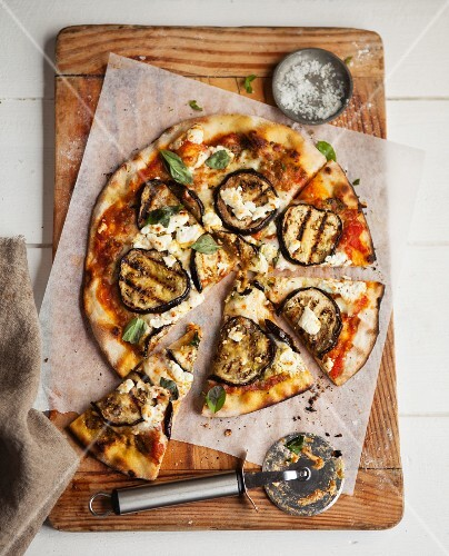 Pizza topped with grilled aubergines and goat's cheese