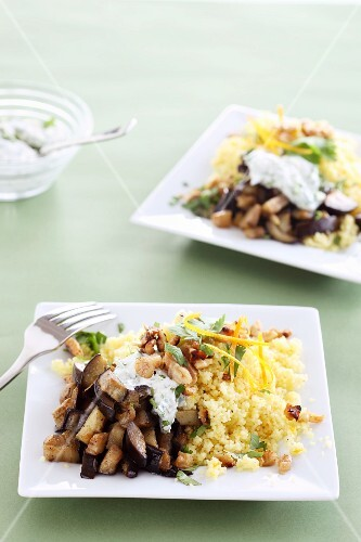 Couscous with aubergines and yogurt sauce