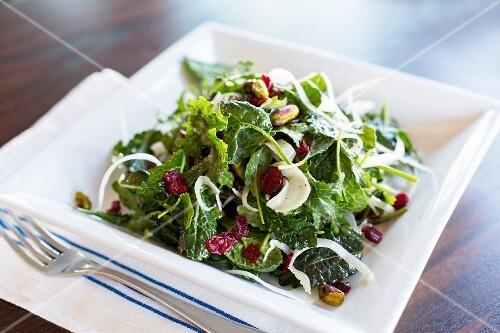 Kale salad with pistachios