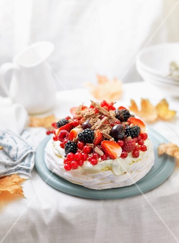 Pavlova with berries and grated chocolate