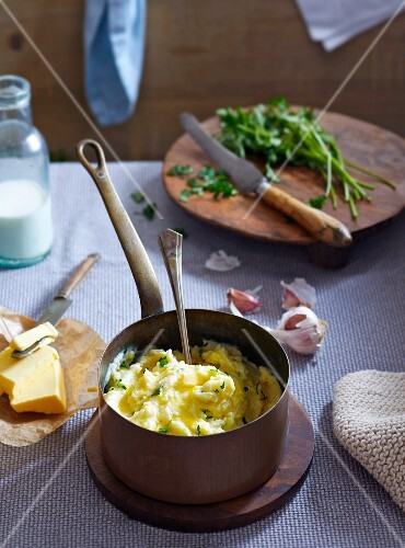 Mashed potatoes with garlic and parsley