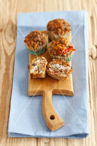 Minced meat muffins with goat's cheese