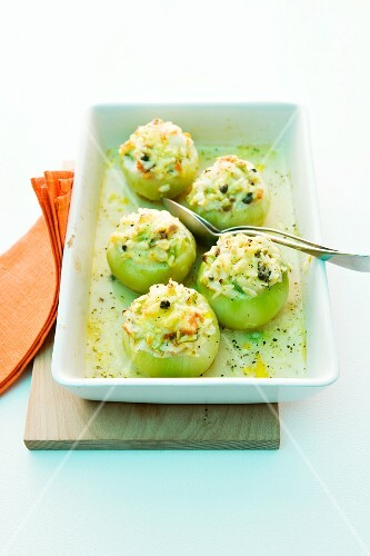 Kohlrabi filled with chicken and rice