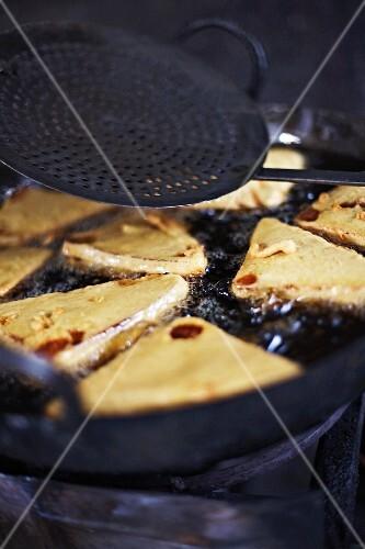 Samosas (Deep-fried pasties, India)
