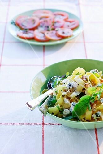 Pasta con la rucola (pasta with rocket, Italy)