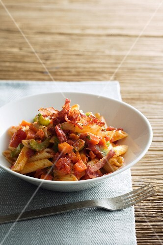 Penne with vegetables and ham
