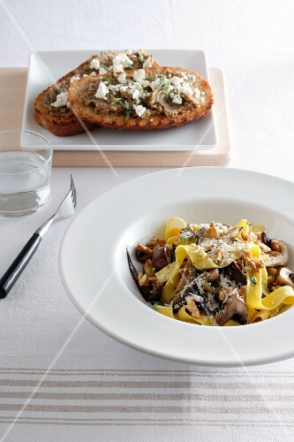 Tagliatelle ai funghi (tagliatelle with mushrooms, Italy)