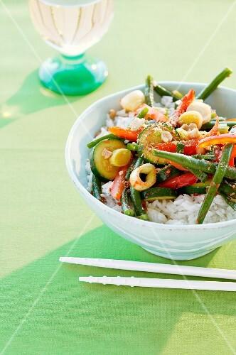 Reis mit Gemüse aus dem Wok