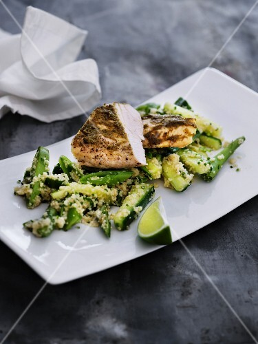 Curried chicken with green vegetables