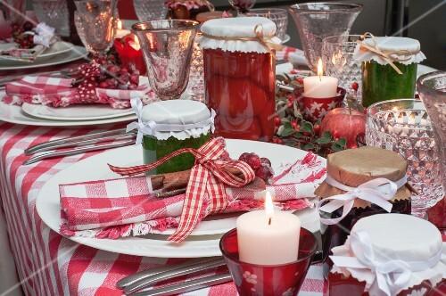 Weihnachtstisch Mit Rot Weiss Kariertem Bilder Kaufen 11266381