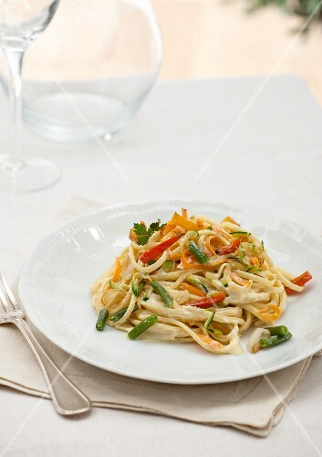 Fettuccini with peppers, carrots, green beans and courgettes