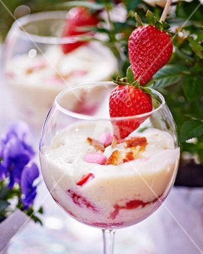 Creamy desserts with fresh strawberries