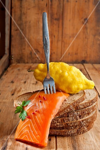 Smoked salmon fillet with lemon on rye bread