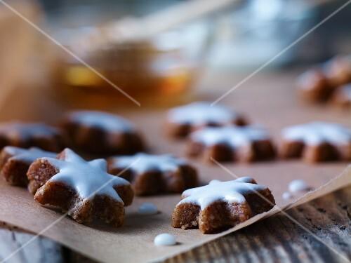 Cinnamon stars on baking paper